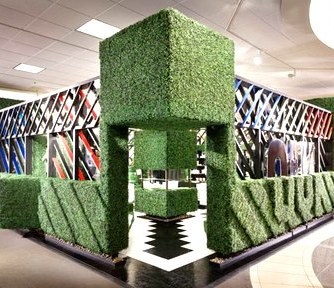 dam-images-daily-2013-10-nordstrom-pop-up-nordstrom-rafael-de-cardenas-01-pop-up-shop-french-theme